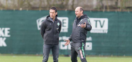 Geschäftsführer Thomas Eichin (l.) und Chefcoach Viktor Skripnik beim Training am Weserstadin. Nachmittag ging es dann zum Kurz-Trainingslager in Verden. Foto: Nordphoto