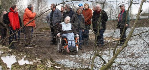 Die Anwohner des Winterweges (hinter dem Hotel Thomsen) haben Ratsvertreter und den Grundstückseigentümer zu einem Treffen vor Ort eingeladen, um Details über die Rodung des Waldes an der angrenzenden Bahnstrecke zu erfahren. Foto: nba