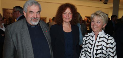 Gastgeberin Sigrun Kaufmann (rechts) mit den Vortragenden zur Eröffnung der Mackensen-Ausstellung, Dr. Friederike Schmidt-Möbus und Erhard Kalina. Foto: Möller
