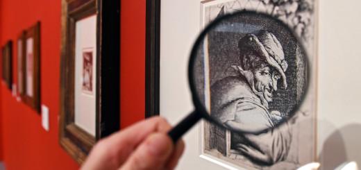 Bitte ausleihen: Mit einer Lupe lassen sich die Feinheiten der holländischen Radierungen noch besser erkennen.Foto: Schlie
