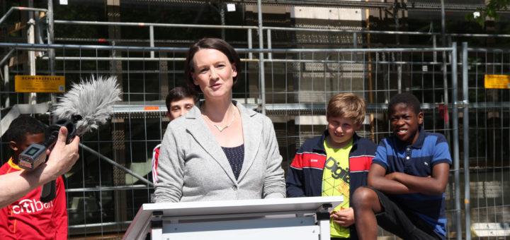 Senatorin Bogedan spricht ein Grußwort zum RichtfestFoto: Pressereferat, Senatorin für Kinder und Bildung