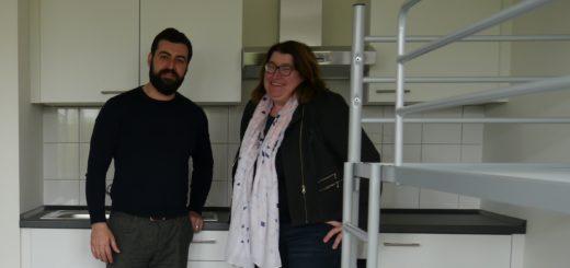 Einrichtungsleiter Marwan Maarouf (Arbeiter Samariter Bund) und Sozialsenatorin Anja Stahmann in der neuen Flüchtlingsunterkunft in Hastedt.Foto: Pressereferat der Senatorin für Soziales