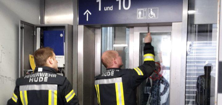 Die Freiwillige Feuerwehr Hude ist in diesem Jahr bereits fünf Mal ausgerückt, um Personen aus dem Aufzug am Bahnhof zu befreien. Foto: Tanja Konegen-Peters/FF Hude