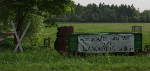 In der Ortschaft Teufelsmoor protestieren Landwirte und fürchten, dass strengere Naturschutzauflagen sie in ihrer Existenz bedrohen. Foto: Möller