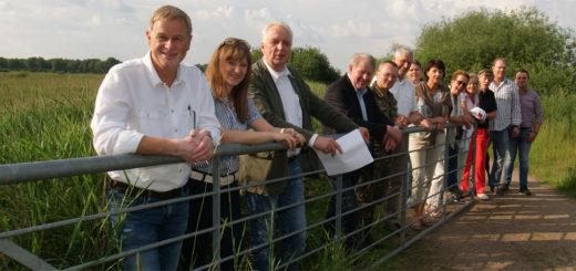 CDU-Kommunalpolitiker besichtigten Dienstag den Rundweg vom Ahrensfelder Damm zur Himmelstreppe. Foto: Möller