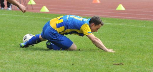 Bauchlandung: Im 24. Saisonspiel kassierte Atlas die erste Niederlage in der Bezirksliga. Foto: Eckert