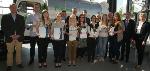 Absolventen der BBS-Osterholz-Scharmbeck bei der Zeugnisübergabe.