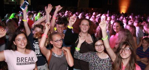 Rund 700 Jugendliche haben im vergangenen Jahr bei der Fresh-Party in den Weser-Ems-Hallen den Start in die Sommerferien gefeiertFoto: pv