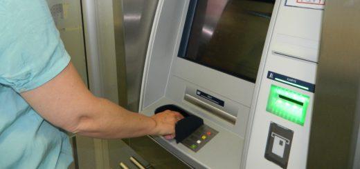 Immer häufiger haben es professionelle Banden auf Geldautomaten abgesehen. Die Kreditinstitute schützen sich. Foto: Bosse
