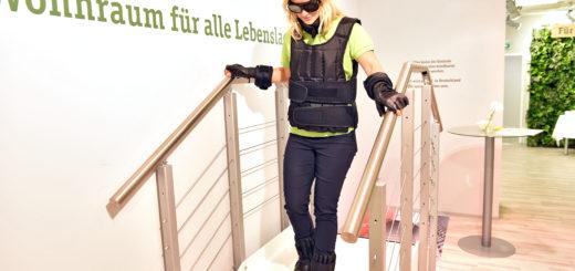 Der Alterssimulations-Anzug. Foto: Schlie