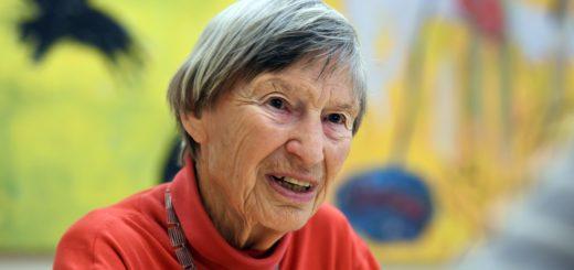 50 Jahre lang war Erika Groll ehrenamtlich im Rotes Kreuz Krankenhaus tätig. Jetzt geht sie in den Ruhestand. Foto: Schlie