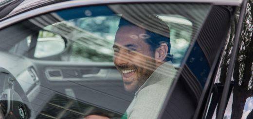 Claudio Pizarro hat gut lachen: Der Torjäger verlängerte seinen Vertrag bei Werder um weiteres Jahr. Foto: Nordphoto
