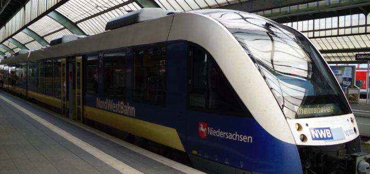 Die Nordwestbahn unterwegs, hier im Bahnhof Oldenburg. Foto: hirohabibi