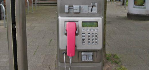 Under anderem die Telefonzelle an der Kornstraße / Brinkumer Straße ist vom Abbau bedroht. Der Monatsumsatz dort liegt laut Telekom bei 10 Euro. Foto: Barth