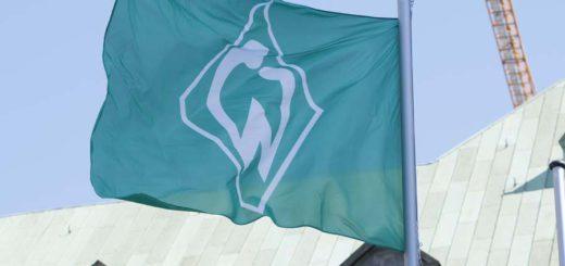 Die Werder-Flagge weht vor dem Bremer Rathaus. Foto: Barth