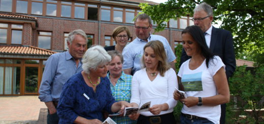 Mit ehrenamtlicher Unterstützung und Sponsoren hat der Landkreis nun den ersten Hoch-Platt-Übersetzer für Dienstleister herausgebracht.Foto: nba