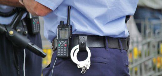Da klickten die Handschellen: Polizei nahm Halskettenräuber fest. Foto:pv