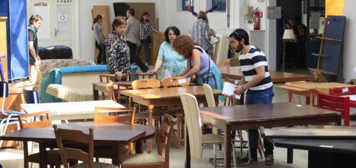 Sitzmöbel aller Art werden im Möbellager der Caritas und Diakonie stark nachgefragt. Die Einrichtung ist dienstags und donnerstags geöffnet. Foto: Eckert
