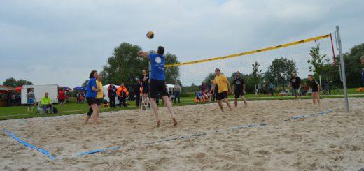 An einem Beachvolleyballturnier haben sich sieben Teams beteiligt. Foto: Sieler