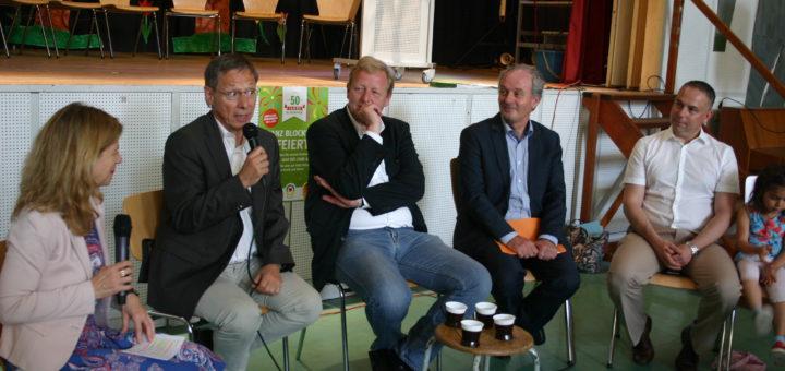 Beate Hoffmann (v.l.), Carsten Sieling, Peter Stubbe, Ulrich Schlüter und Frank Springer in der Grundschule an der Düsseldorfer Straße Foto: Neloska