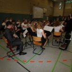 Das Schulorchester unter Leitung von Angelika von Hollen umrahmte die Verabschiedung musikalisch. Foto: Möller