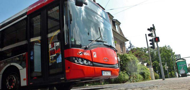 Mit einem Anruftaxi geht es zum Bus. Foto: WR