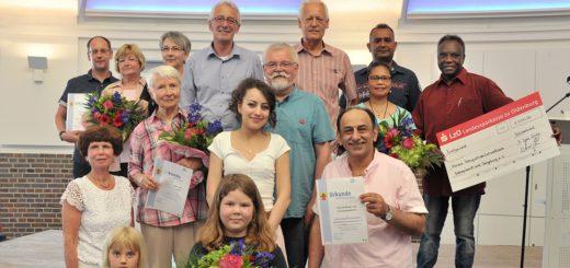 Den Bürger- und Umweltpreis haben in diesem Jahr das Integrationslotsenteam, Gisela Zedlitz, die Grundschule Bungerhof-Hasbergen und der Hospizdienst erhalten. Foto: Konczak