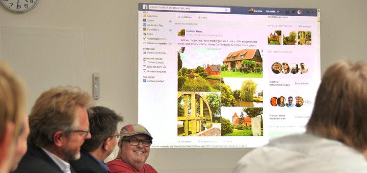 """Die Verantwortlichen der Facebook-Seite """"Delmenhorst ist wunderschön, weil..."""" präsentierten das Projekt gestern in den Räumen der dwfg.Foto: Konczak"""