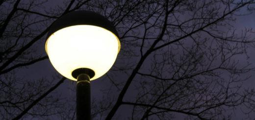 Grolland ist bei Nacht in vielen Straßen ganz schön dunkel - die Hälfte der eigentlich vorgesehenen Straßenlaternen fehlt. Das sorgt für mangelndes Sicherheitsgefühl und Angst vor Kriminalität Huchting Straßenbeleuchtung Beleuchtung Dunkelheit