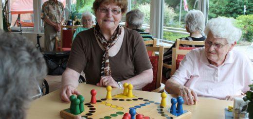 Erna Albrecht engagiert sich seit 24 Jahren für Senioren. Inzwischen ist die 79-jährige älter als so manch einer ihrer Schützlinge. Foto: Niemann
