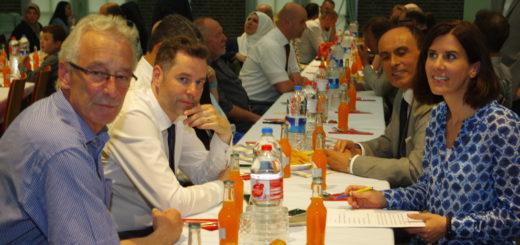 Unter den Gästen des Ramadan Iftar-Mahls waren unter anderem Oberbürgermeister Axel Jahnz (l.), Schirmherr der Veranstaltung, der FDP-Landtagsabgeordnete Christian Dürr (2.v.l.) sowie der türkische Generalkonsul Mehmet Günay (2.v.r.) aus Hannover und die stellvertretende FDP-Bundesvorsitzende Katja Suding.Foto: gri