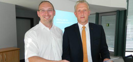 Aufsichtsratschef Professor Dr. Tim Jesgarzewski und Stadtwerke-Geschäftsführer Christian Meyer-Hammerström (von links). Foto: Bosse