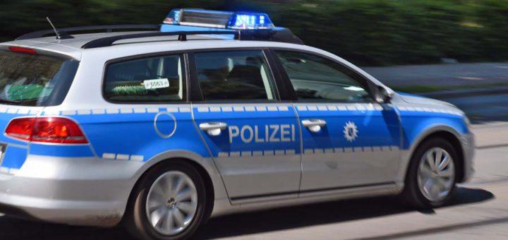 Symbolfoto Einsatzfahrt Polizei.