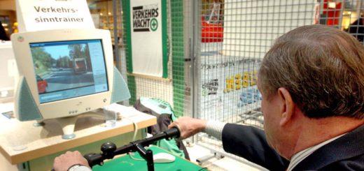 Senioren, die unsicher sind, können ihre Fahrtüchtigkeit für den Führerschein testen lassen. Foto: WR
