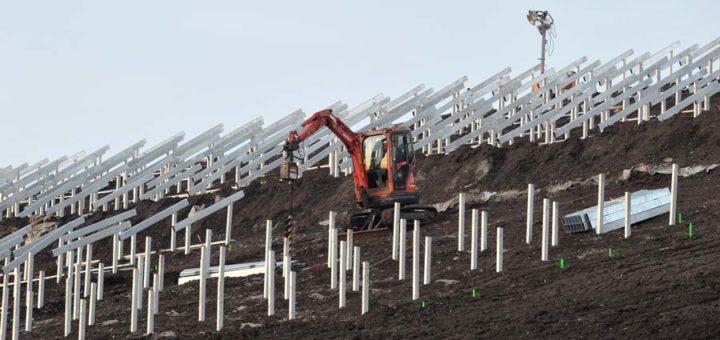 """Von der Deponie zum """"Energieberg"""": Solaranlagen im Blockland. Foto: WR"""