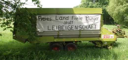 In der Ortschaft Teufelsmoor haben Landwirte ihre Unzufriedenheit mit den weiteren Ausweisungen von Landschafts- und Naturschutz für alle sichtbar zum Ausdruck gebracht. Foto: Möller