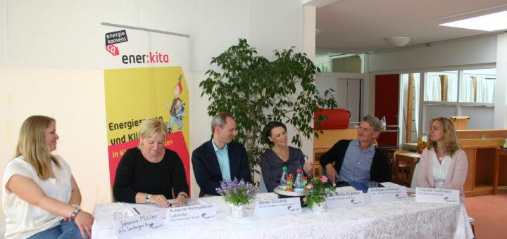 Zogen Bilanz: Johanna Müller (v.l.), Susanne Hallensleben-Labinsky, Martin Grocholl, Claudia Bogedan, Andreas Lieberum (Ecolo) und Claudia Hoffmann (Kita Saarburger Straße). Foto: Neloska