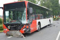 Der Linienbus, auf den der VW prallte. Foto: Polizei