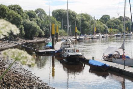 Am Lesumhafen unweit des Zentrums lässt es sich nach dem Shoppen entspannen. Foto: Füller