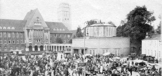 Der Marktplatz im Jahr 1927: Rathaus und Markthalle werden durch den Arkadengang miteinander verbunden.Bildvorlage: Stadtarchiv Delmenhorst