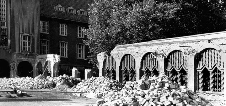 Der Abbruch der Arkaden begann am 12. September 1955 und schritt schnell fort. Bildvorlage: Stadtarchiv Delmenhorst