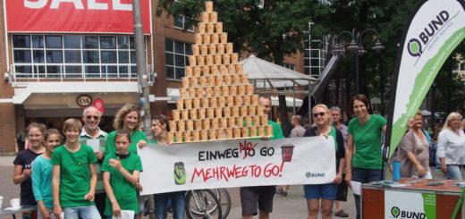 Mitglieder des Bund demonstrieren gegen die Becher. Foto: Bund Bremen