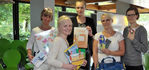 """Katharina Loeber, Ann-Christin Leymann, Tanja Ehrlich (GCP), Wiebke Machel und Kira Dartsch (von links) engagieren sich für die """"Schulstartpakete"""". Foto: Konczak"""