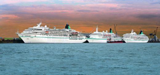 Die Phoenix-Flotte legt in Bremerhaven an Foto: Phoenix Reisen