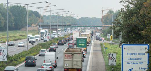 Staugefahr auf der Autobahn Foto ADAC Cornelis Gollhardt
