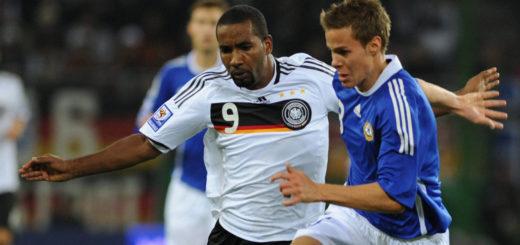 2010 spielte Niklas Moisander (r.) mit Finnland in der WM-Quali gegen Deutschland. Foto: Nordphoto