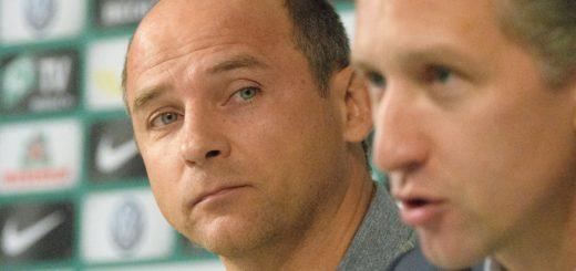 Geschäftsführer Frank Baumann (r.) verkündete am Freitag die Vertragsverlängerung mit Viktor Skripnik. Foto: Nordphoto