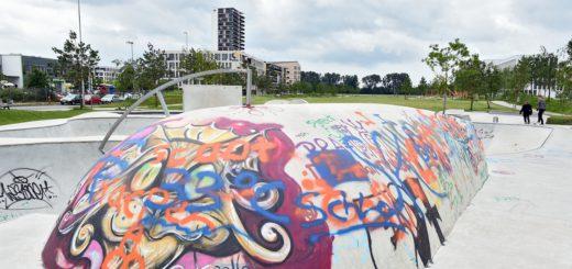 Die Skater-Anlage sorgt für etwas Leben. Foto: Schlie