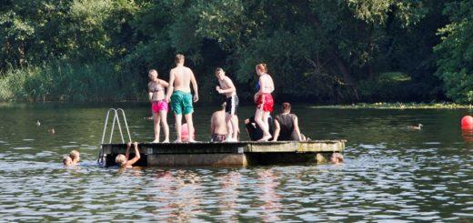 Badeinseln sind für viele Bremer ein großer Ferienspaß. Aber sie bergen auch Gefahren. Foto: Barth