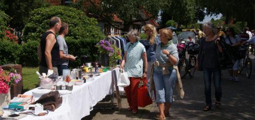 Über 60 Familien zogen mit, als die Siedlergemeinschaft Grolland I zur dritten Auflage der Trödel-Tour eingeladen hatte. Foto: Möller